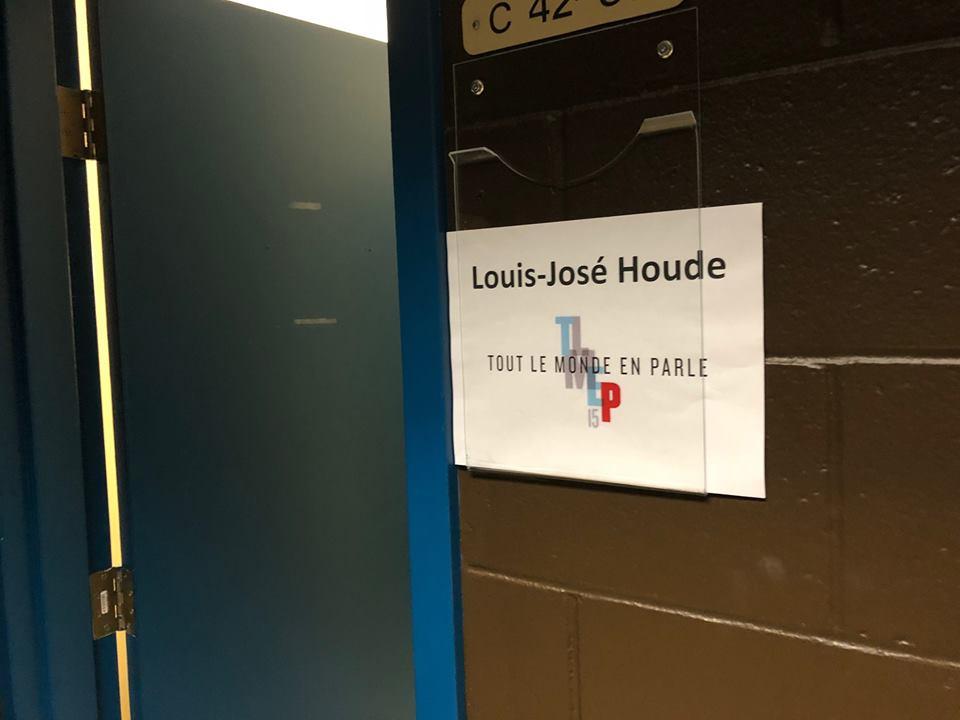 Photo du nom de l'humoriste sur sa loge de Tout le monde en parle, tournée Louis-José-Houde préfère novembre.