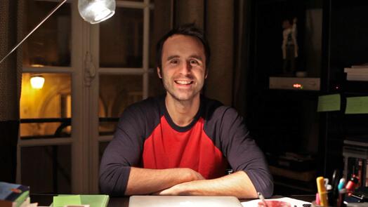 Louis-José Houde souriant à la caméra, tournée Les heures verticales.