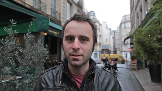 Louis-José Houde dans la rue, tournée Les heures verticales.